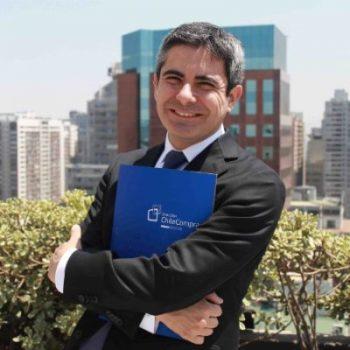 Modera: Claudio Loyola Castro